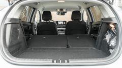 Hyundai i20 1.0 T-GDI 48V Hybrid Bose, il piano di carico con i sedili posteriori abbattuti
