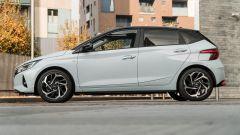 Hyundai i20 1.0 T-GDI 48V Hybrid Bose, vista laterale