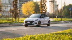 Nuova Hyundai i20: la piccola coreana passa all'ibrido. La prova video - Immagine: 1