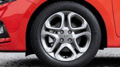 Hyundai i20: dettaglio del cerchio da 16
