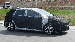 Hyundai i20 N: cerchi di generose dimensioni, freni a disco con pinze freno rosse