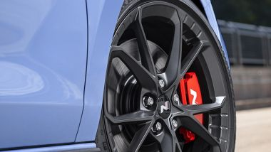 Hyundai i30 N 2021: i cerchi da 19'' della Performance pesano oltre 14 kg meno dei precedenti