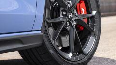 Hyundai i30 N, dettaglio del cerchio e della pinza freno anteriore