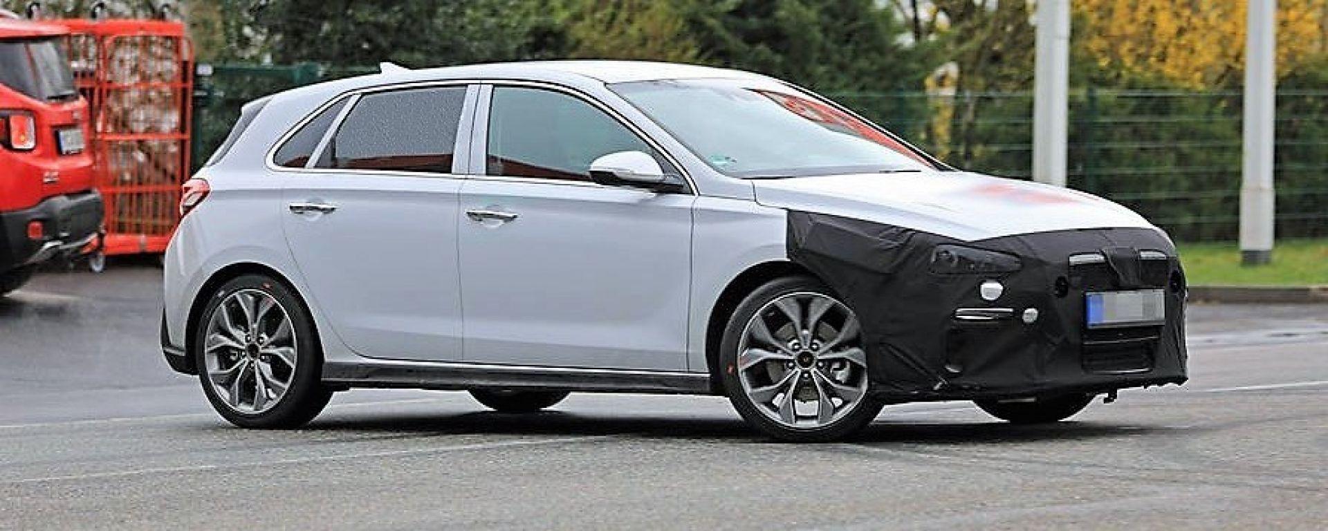 Hyundai i30 N-Line: le foto spia durante il collaudo