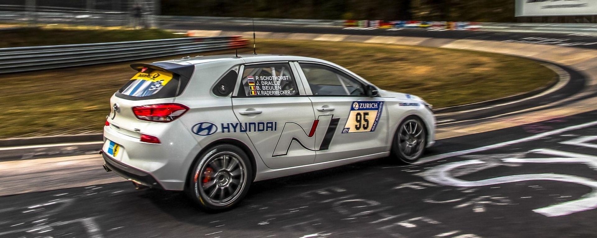 Hyundai i30 N, ultimi test al Nurburgring