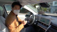 Hyundai Ioniq 5: i sedili anteriori - dal video di Asian Petrolhead