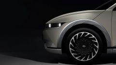 Hyundai Ioniq 5, le prime immagini ufficiali: cerchi e passaruota