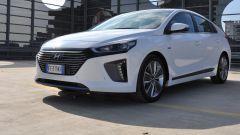 Hyundai Ioniq: il frontale con calandra esagonale