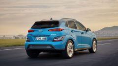 Hyundai Kona 2021 Electric: visuale di 3/4 posteriore