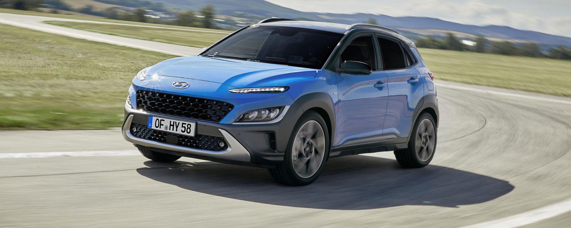 Hyundai Kona 2021 Full Hybrid: visuale di 3/4 anteriore