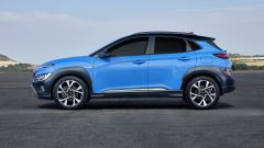 Hyundai Kona 2021 Full Hybrid: visuale laterale