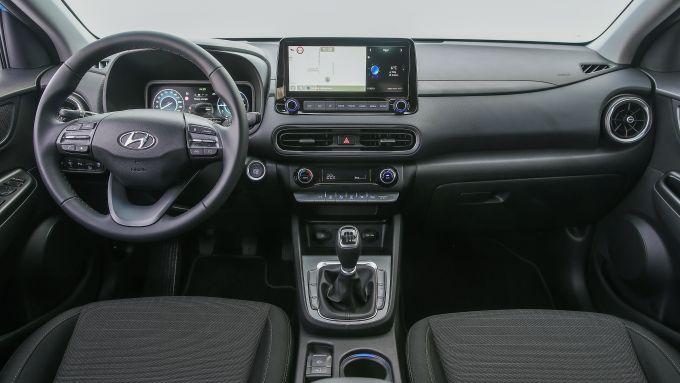 Hyundai Kona 48V 2021: interni