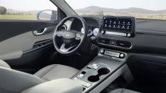Hyundai Kona Electric 2021, interni: abitacolo anteriore