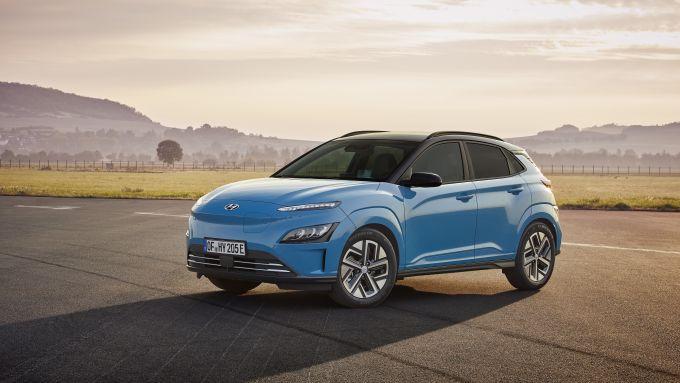 Hyundai Kona Electric 2021: l'autonomia arriva fino a 484 km