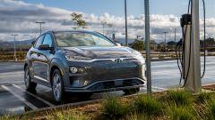 Hyundai Kona Electric: colonnina di ricarica