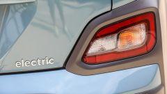 Hyundai Kona Electric: da dietro serve la piccola scritta per riconoscerla dalle gemelle con motore benzina o diesel