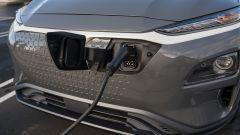 Hyundai Kona Electric: dettaglio presa di ricarica