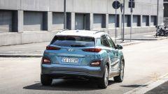 Hyundai Kona Electric: la coda è molto simile alle gemelle con motore endotermico