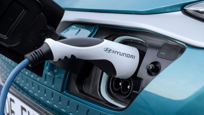 Hyundai Kona Electric MY2020: la presa di ricarica