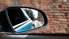 Hyundai Kona Hybrid, monitoraggio angolo cieco