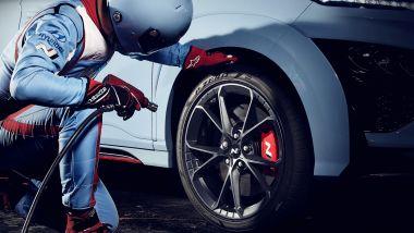 Hyundai Kona N 2021, i cerchi forgiati Fuchs