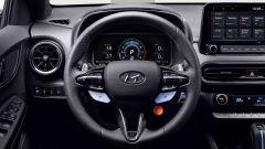 Hyundai Kona N 2021, il volante con i pulsanti per le modalità di guida