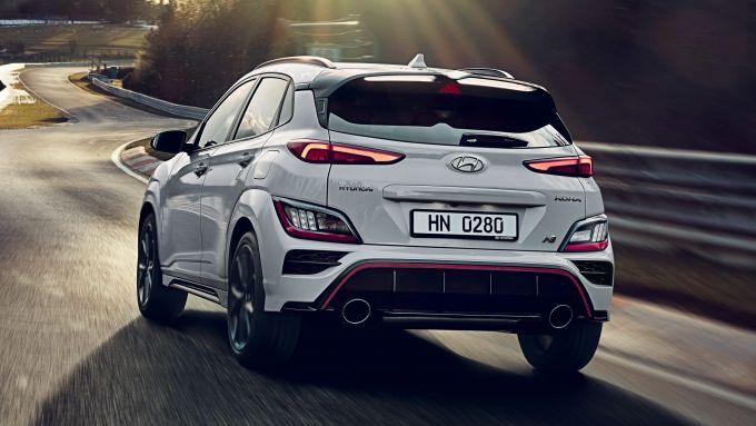 Hyundai Kona N 2021, la sfida a SQ2 e BMW X2 è aperta
