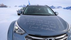 Hyundai Santa Fe in Antartide: le firme sul cofano