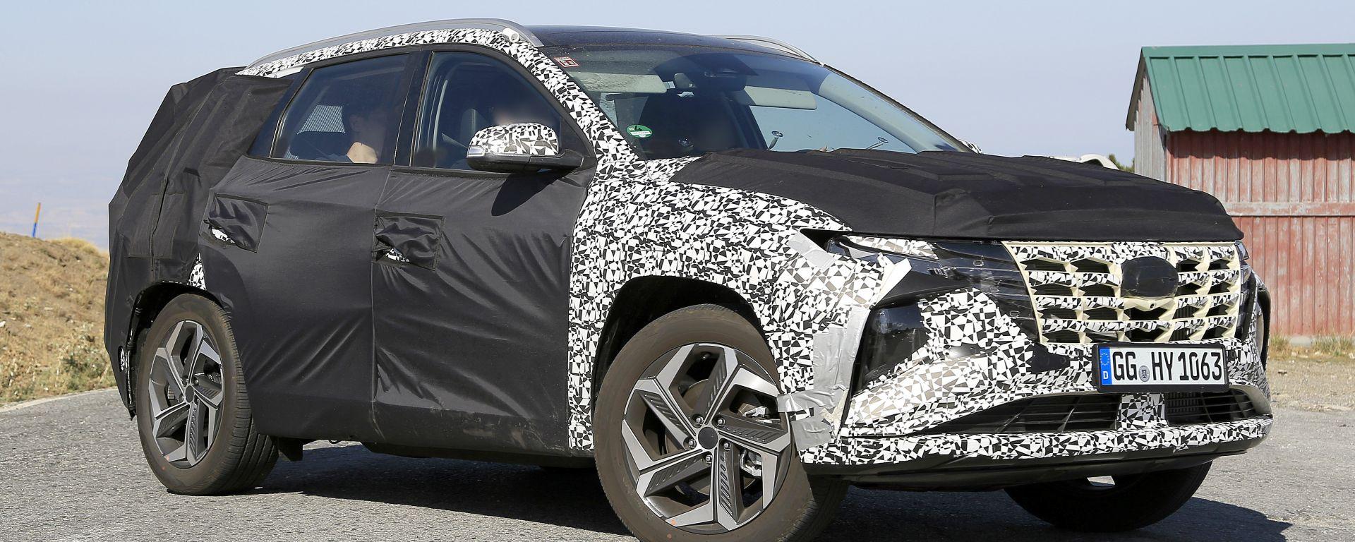 Hyundai Tucson 2021: sotto le camuffature lo stile del Suv coreano