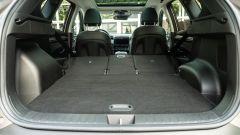 Hyundai Tucson Hybrid 2021, interni: con gli schienali posteriori abbassati si arriva a 1.795 litri di capacità