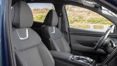 Hyundai Tucson Hybrid 2021, interni: i sedili anteriori