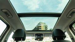 Hyundai Tucson Hybrid 2021, interni: il tetto panoramico