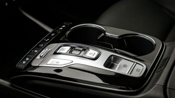 Hyundai Tucson Hybrid 2021, interni: il tunnel centrale