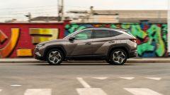 Hyundai Tucson Hybrid 2021: la vista laterale