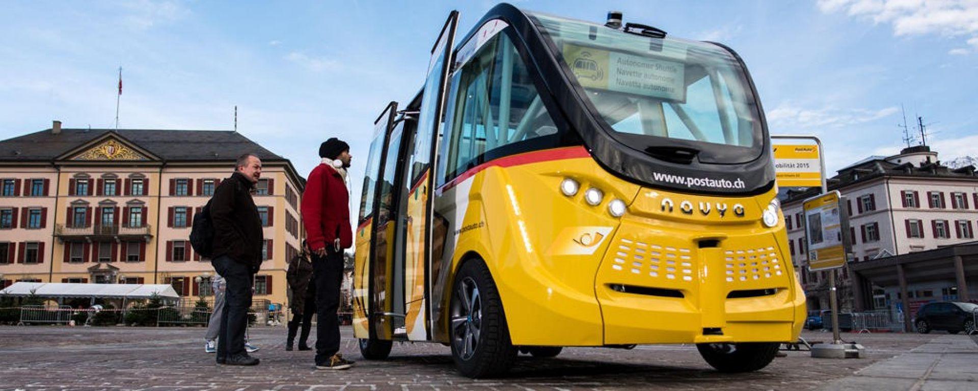 I bus a guida autonoma di Auto Postale in servizio a Sion