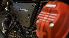 I dettagli della Moto Guzzi V7 Carbon