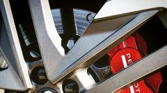 I dischi anteriori della 308 GTi sono autoventilanti e misurano 380x32mm