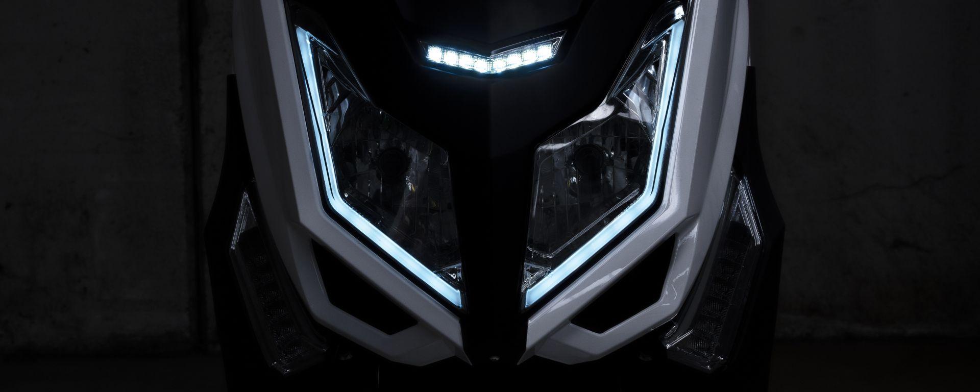 I fanali anteriori full LED dello scooter elettrico Jonway MJS-E