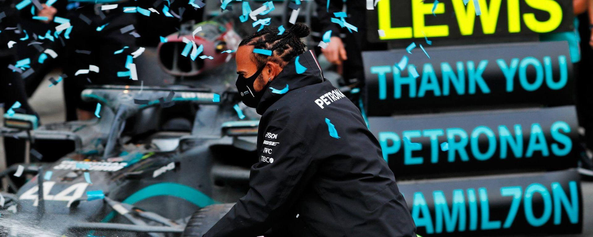 I festeggiamenti del  Mercedes-AMG Petronas F1 Team per il titolo 2020 di Lewis Hamilton