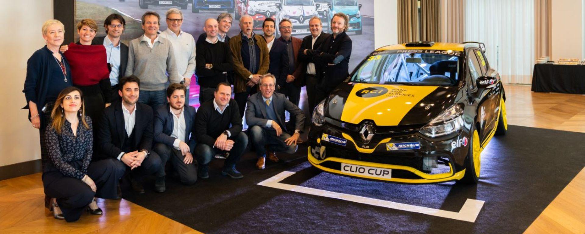 I giornalisti impegnati in pista nella Clio Cup Press League