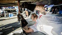 I meccanici del Team Peugeot Sport sono al lavoro