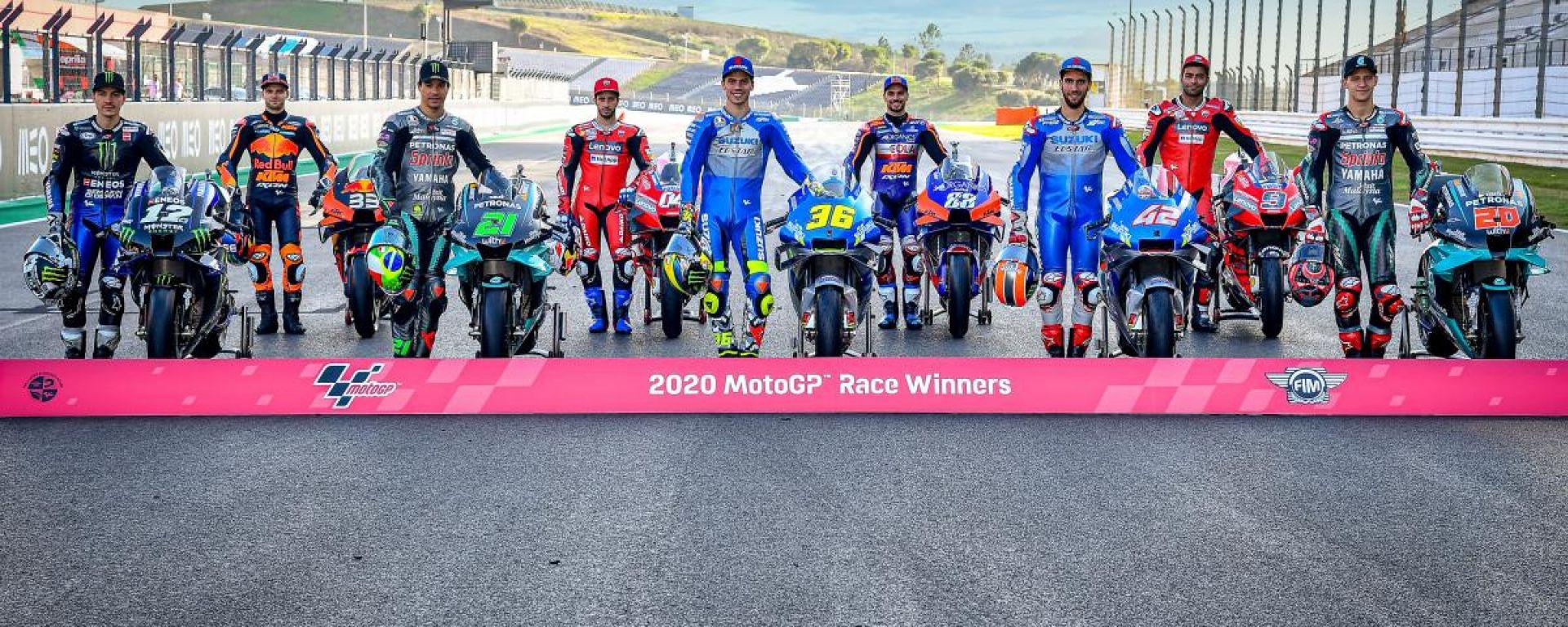 I nove vincitori di GP del 2020, da sinistra: Vinales, Binder, Morbidelli, Dovizioso, Mir, Oliveira, Rins, Petrucci e Quartararo