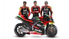 I piloti MotoGP Andrea Iannone, Aleix Espargaro e Bradley Smith con l'Aprilia RS-GP