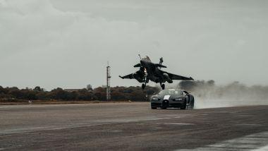 I primi metri Bugatti Chiron Sport Les Legendes Du Ciel si avvantaggia sul Dassoult Raphale Marine