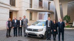 I rappresentanti di Dacia e Renault alla consegna della Dacia Duster 4x4
