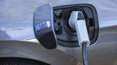 Auto ecologiche, Governo UK taglia incentivi a ibride ed elettriche