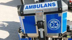 Il bauletto posteriore della Honda Africa Twin 1100 diventata moto ambulanza in Polonia