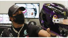 Il casco di Lewis Hamilton al GP Austria 2020, nero con riferimenti anti-razzisti