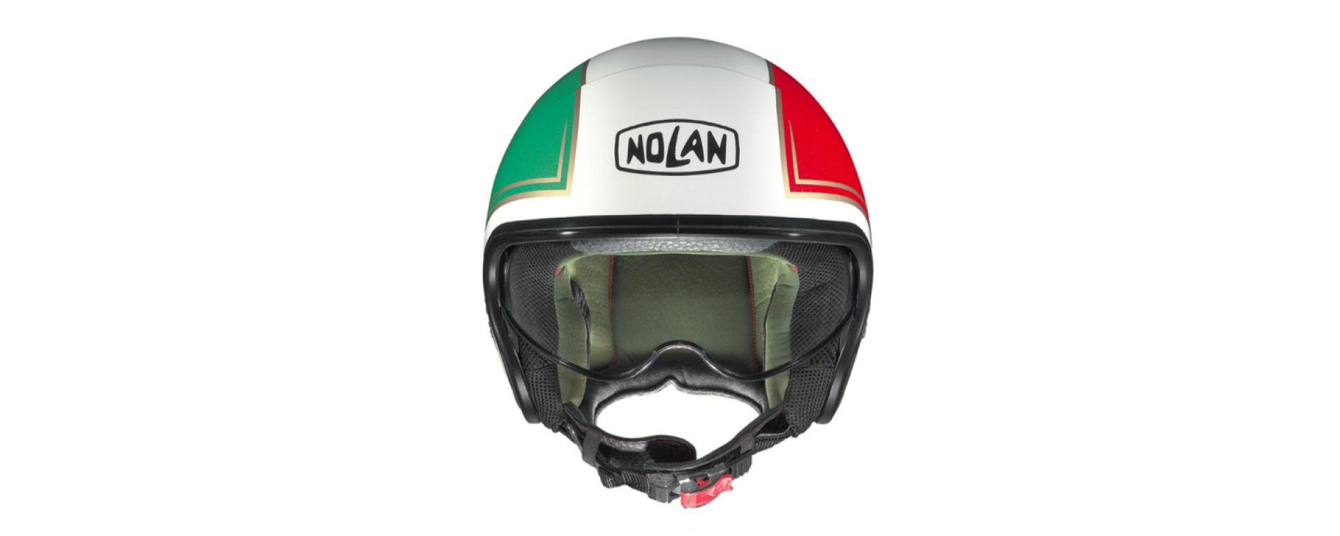 Il casco jet Nolan N21 con livrea tricolore