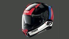 Il casco Nolan N87 PLUS nella colorazione con inserti rossi e blu